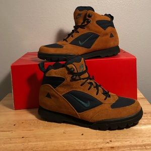 Vintage Nike ACG Boots